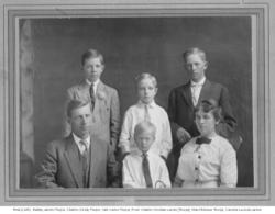 Larschar191xfamily_portrait